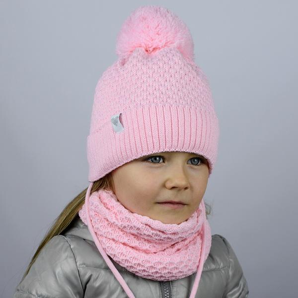"""Шапка """"Ажур"""" двухслойная, с ниточным помпоном, с завязками и шевроном. Цвет: розовый"""